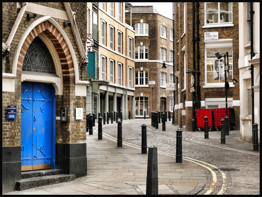 Street with blue door | street, London, houses, pavestone
