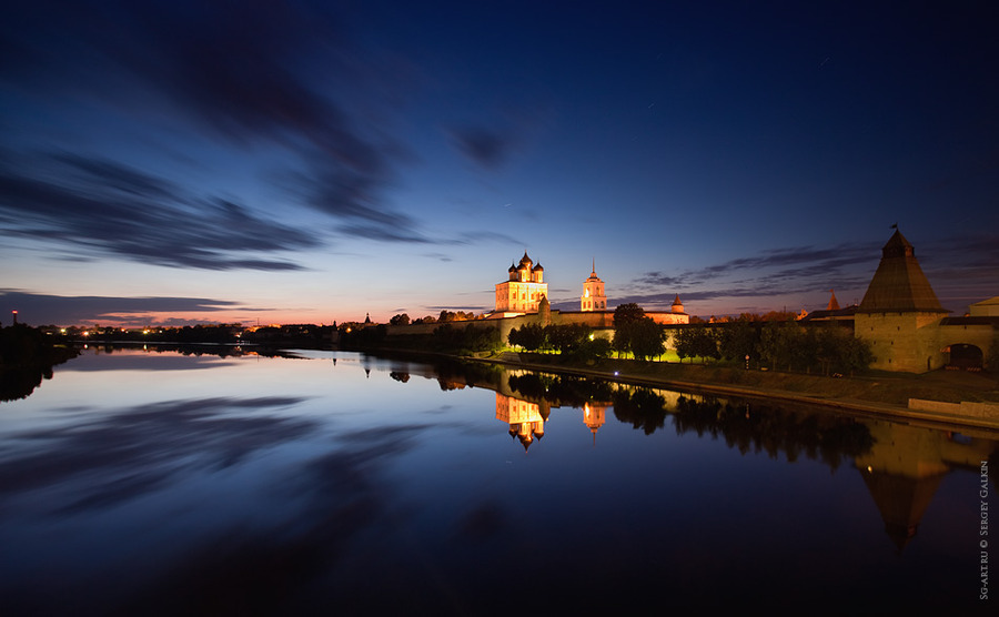 Pskov at night