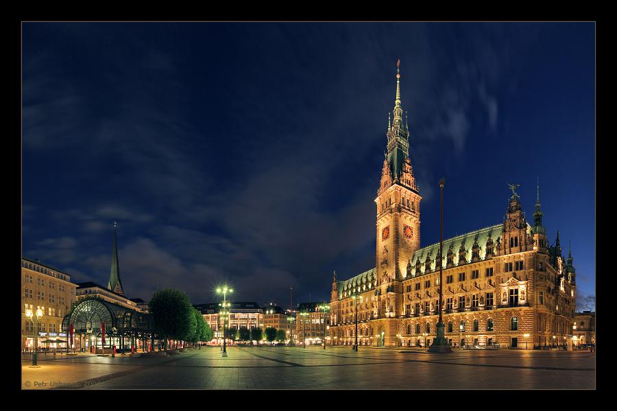 Hamburg: Town Hall Square