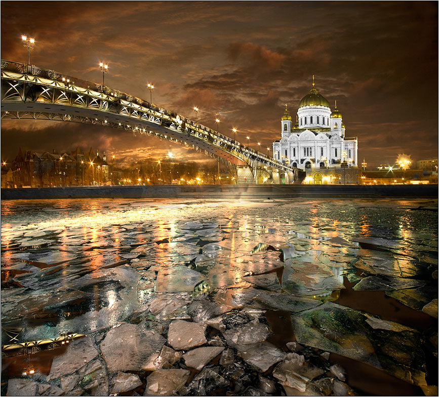 Colourshow on the Moscow river