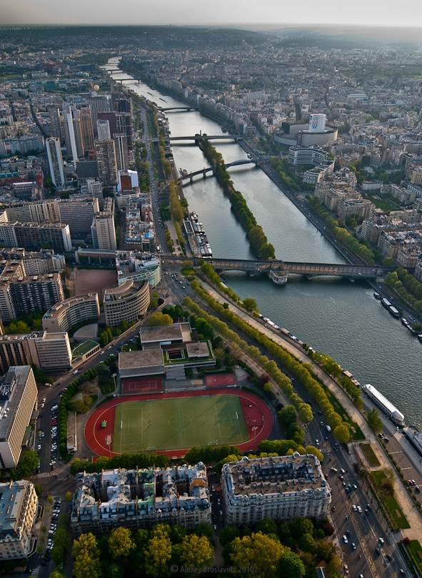 276 meters above Paris