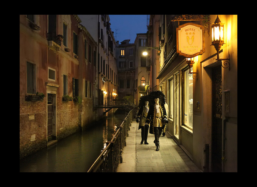 Accidental encounter | evening, canal, people