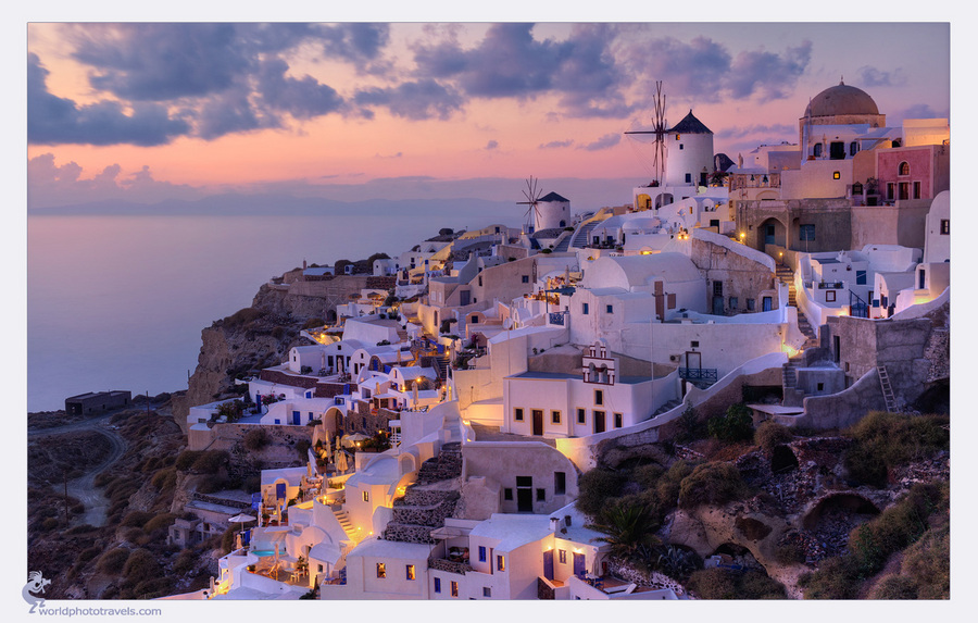 An ordinary evening in santorini