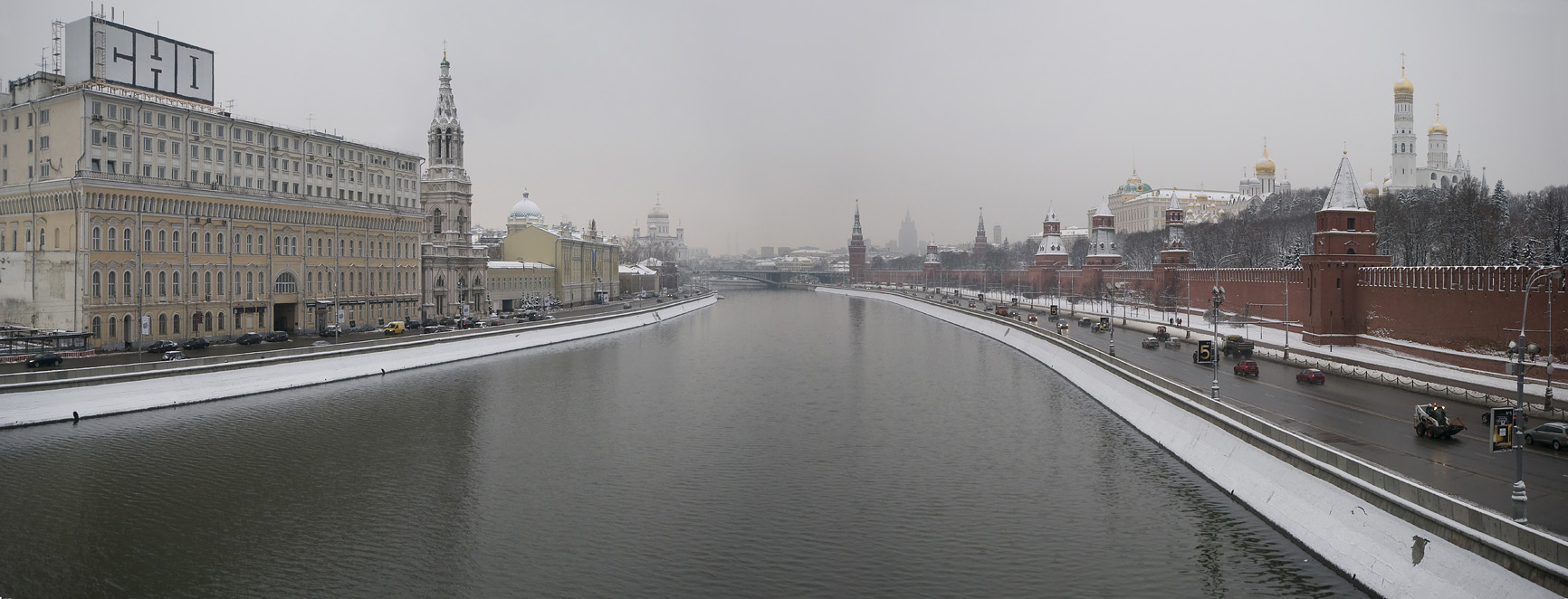 The Moskva river and Kremlin wall