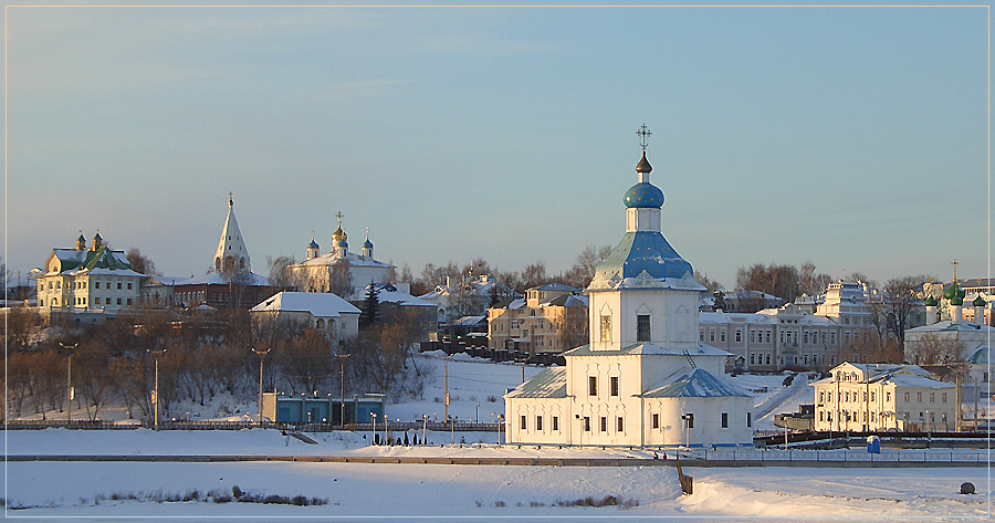Winter morning in the old town | temple, chucrh, cupola, wonter, snow, frost, mornong, dawn