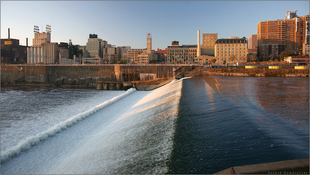 Waterfalls of a city | waterfall, city, builfing, summer, USA