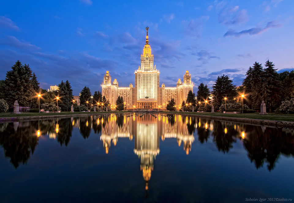 Reflection in the fountain | fountain, University, night, Moscow