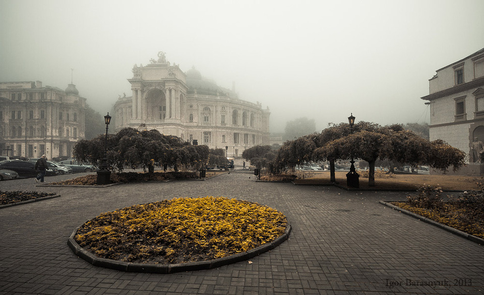 Cloudy day in a city | city, street, buildings, trees, car, flower-bed, yellow, cloudy, day, fog
