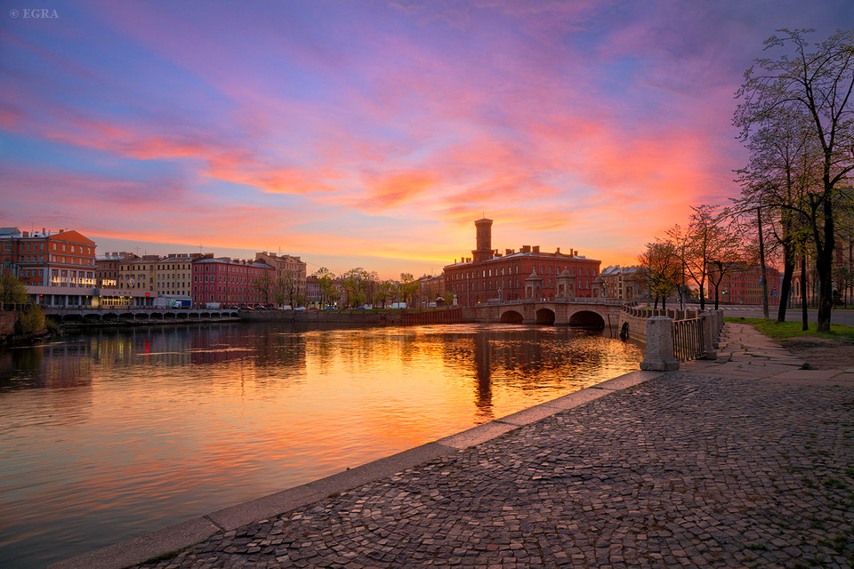 Sunrise in St. Petersburg, Fontanka  | city, St. Petersburg, Fontanka , sunrise, morning, bridge, Kolomna, sky, river, trees