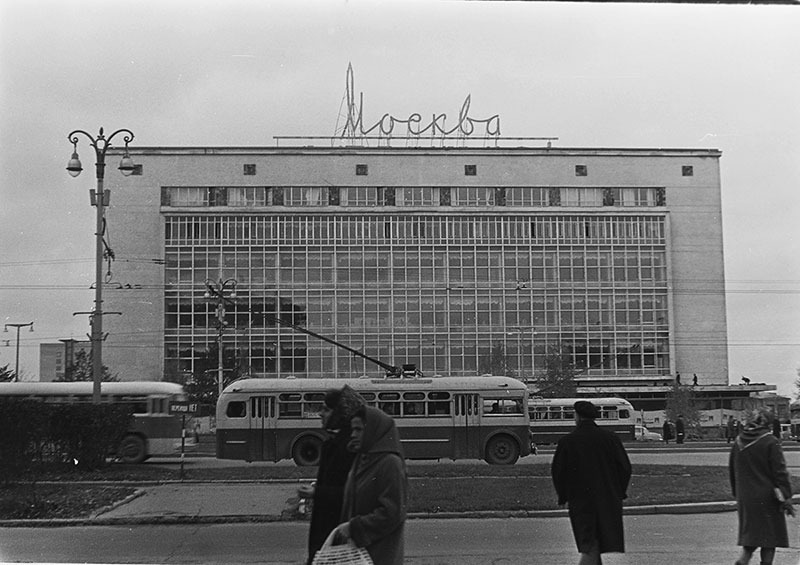 Leninsky Avenue, Moscow many years ago | Moscow, department store, trolley bus, years ago, lantern, Russia, capital, Avenue, people, black-white