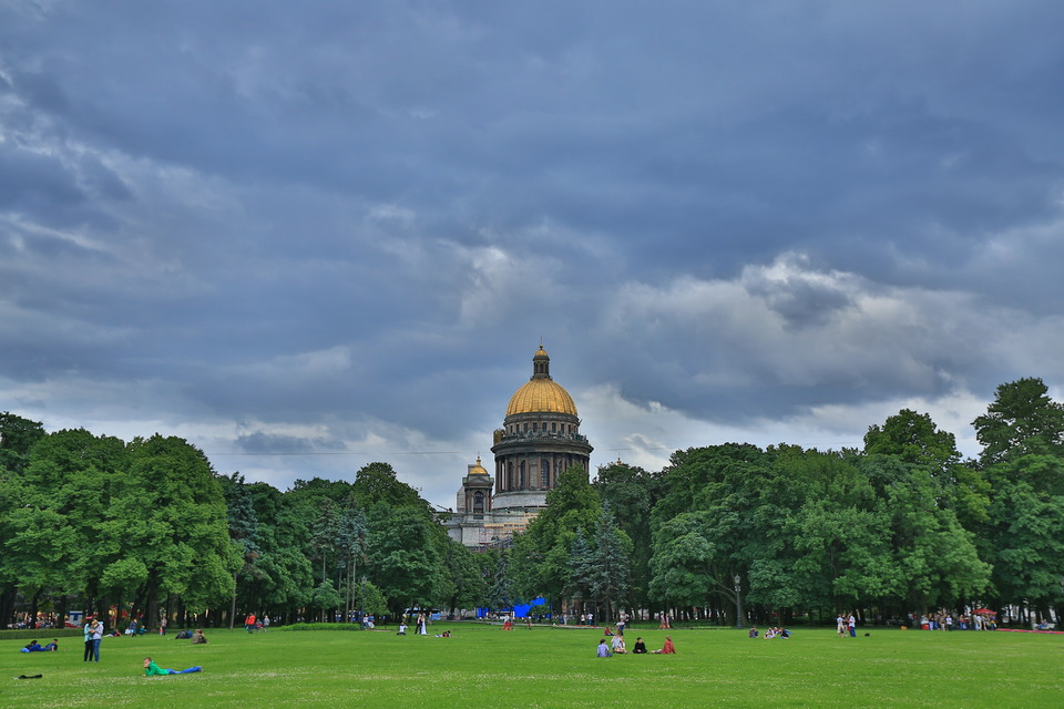Beautiful lawn in the cebtral park | park, lawn, golden cupola, sky