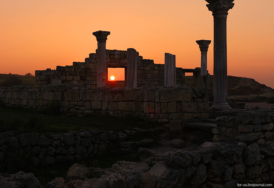 Sunset in Chersonesos, Crimea | city, Crimea, Chersonesos, evening, sunset, sun, sky, ruins, column, stones