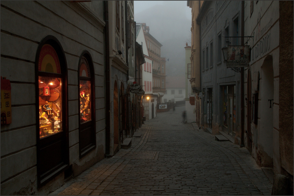 Foggy morning in the old town | town, fog, morning, sidewalk