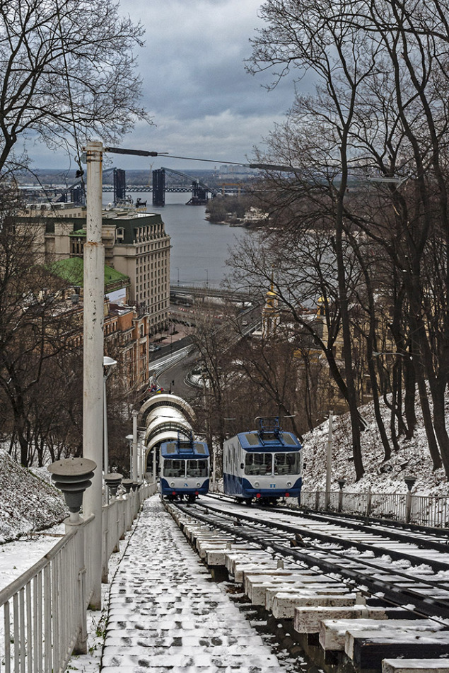 Two funiculars in Kiev | city, Kiev, winter, funicular, railway, snow, trees, river, bridge, buildings