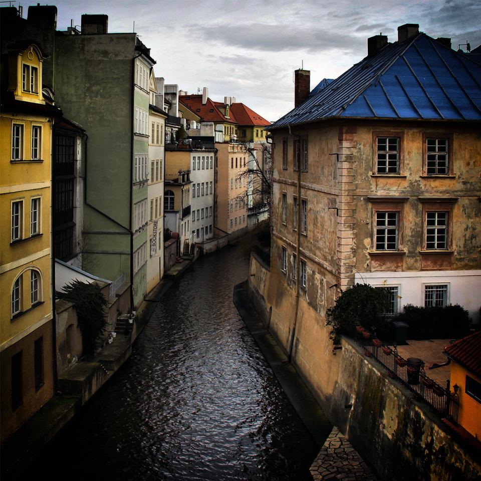 Rivver flows through the town